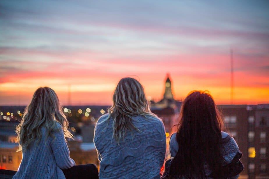 Aan De Vrienden Die Nog Steeds Van Ons Houden, Zelfs Als We Niet Elke Dag Met Hen Praten