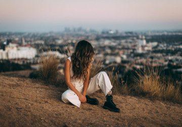 Een Sterke Vrouw Smeekt Niet, Ze Dwingt Niet En Ze Gaat Niet Achter Je Aan — Ze Loopt Gewoon Weg