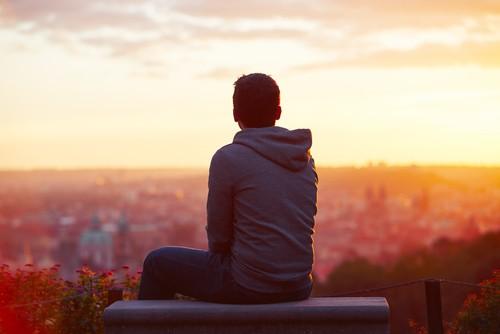 Soms zit ik en denk ik, en soms zit ik alleen…