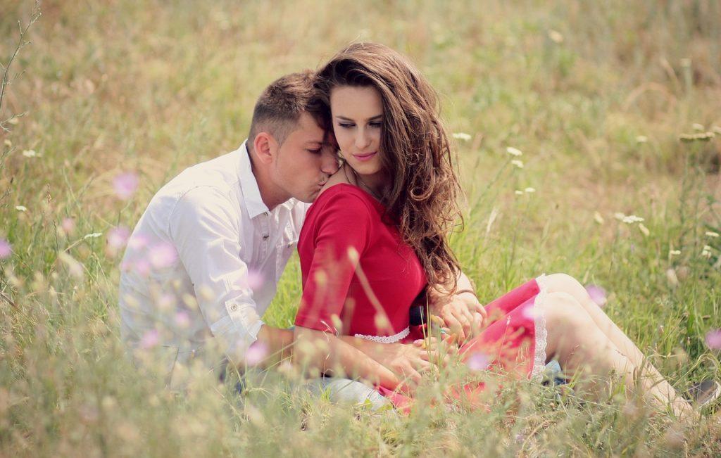 14 Kleine Dingen Die Op Liefde Lijken, Maar Die Eigenlijk Manipulatie Zijn