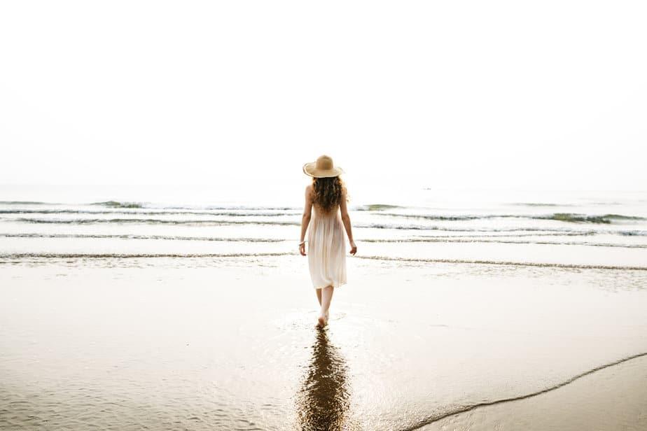 Een Sterke Vrouw Zal Nooit Om Je Liefde En Aandacht Smeken