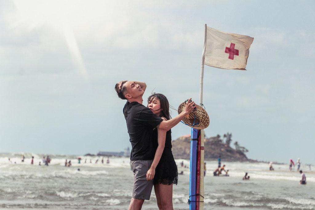 25 Signalen Dat Hij Bang Is Voor Hoe Leuk Hij Je Vindt (Zonder Dat Hij Zich Dat Realiseert)