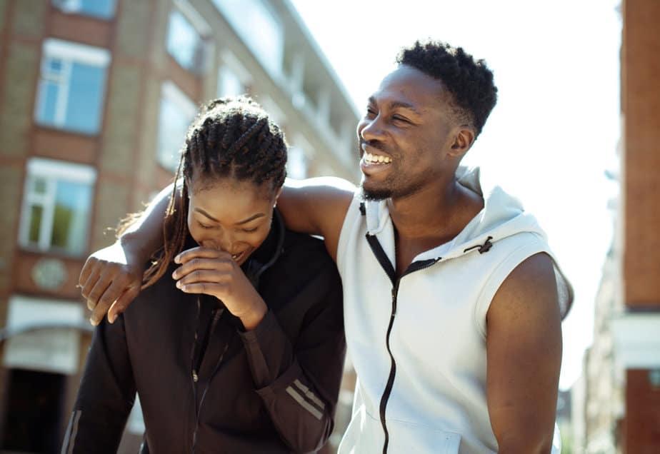 35 Subtiele Signalen Dat Een Man Meer Wil Zijn Dan Vrienden