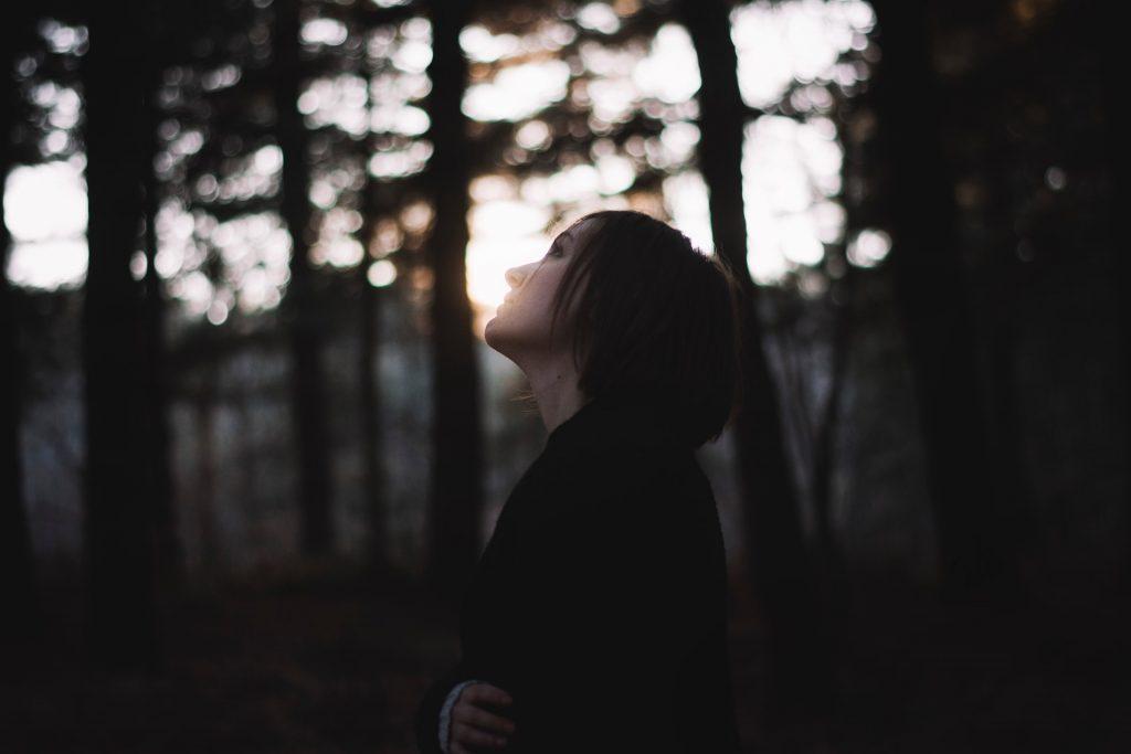 7 Redenen Waarom Je Emotioneel Beschadigde Mannen Aantrekt