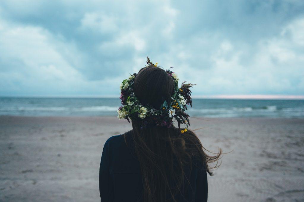 Als Je Met Een Vrouw Date Die Het Gewend Is Om Alleen Te Zijn Zullen De Volgende 17 Dingen Gebeuren