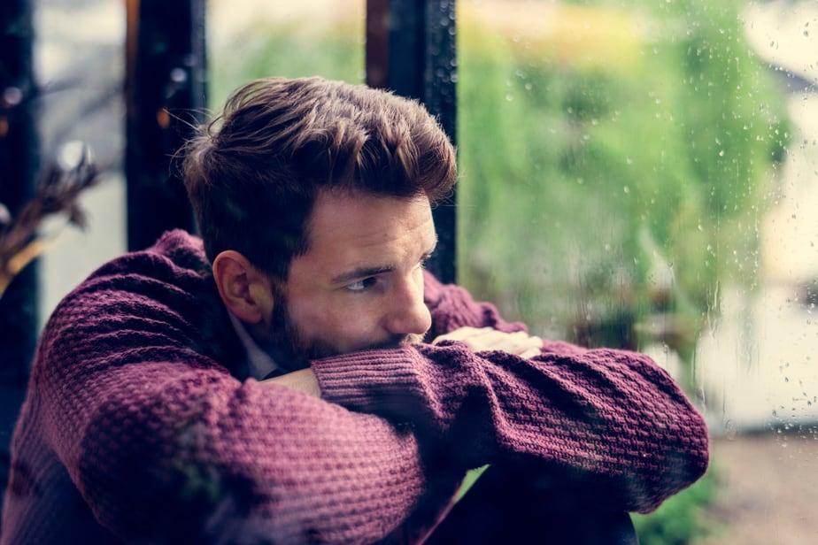 8 Onmiskenbare Signalen Dat Hij Nog Niet Over Je Heen Is