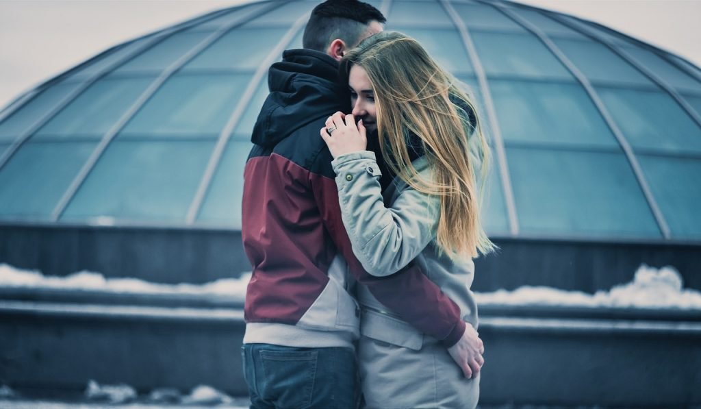17 Duidelijke Signalen Dat Een Verlegen Man Je Leuk Vindt