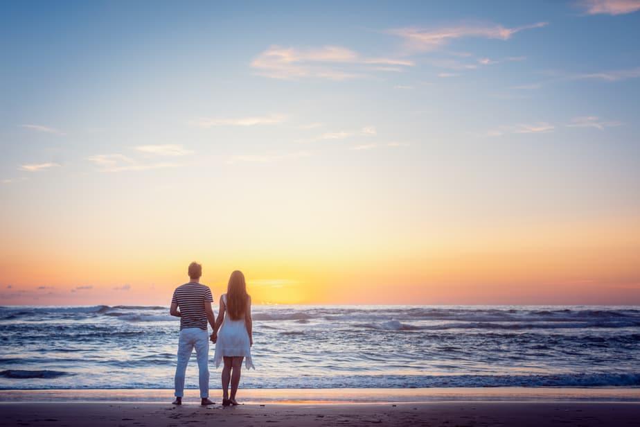7 Dingen Die Hij Je Ongevraagd Geeft Als Hij Echt Van Je Houdt