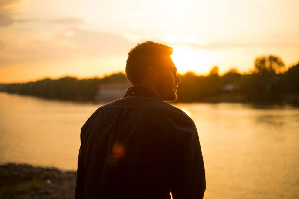 9 Mogelijke Redenen Waarom Mannen Hun Gevoelens Verbergen