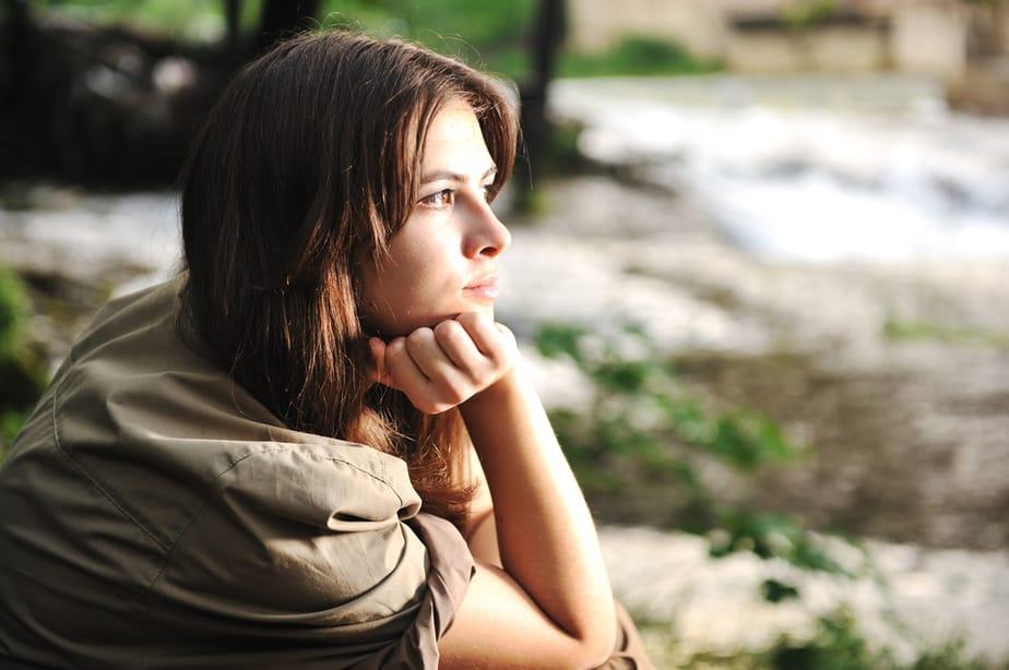 Een Sterke Vrouw Bedelt, Dwingt Of Jaagt Niet – Ze Loopt Gewoon Weg