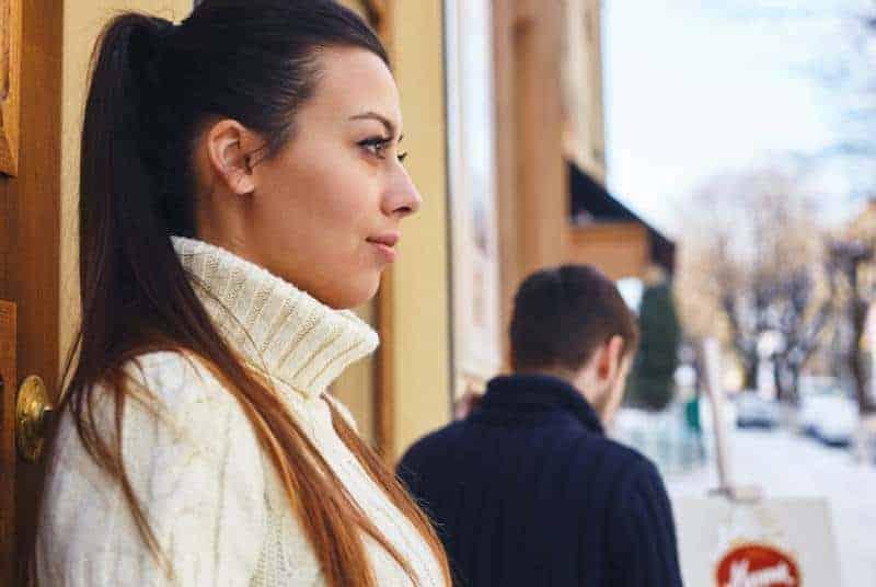 5 Redenen Waarom Je Degene Die Van Je Houdt Wegduwt