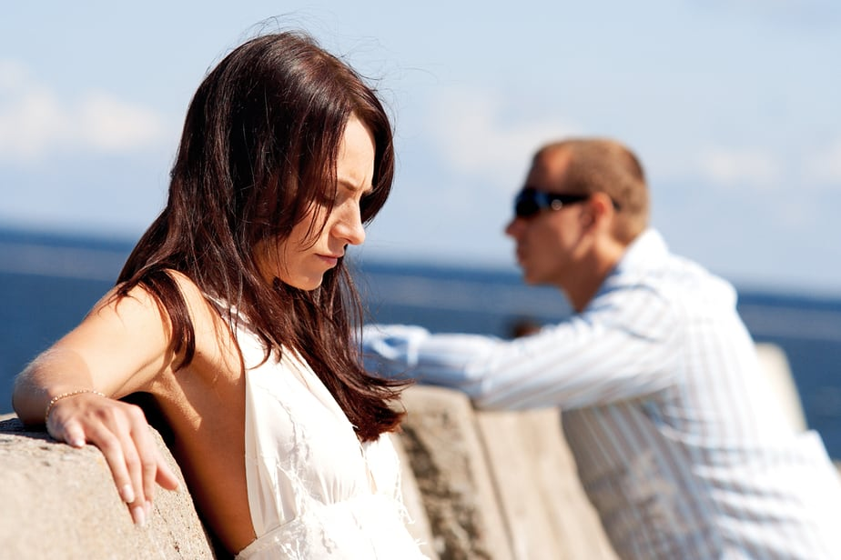 10 Onmiskenbare Tekenen Dat Hij Nog Steeds Verliefd Is Op Zijn Ex