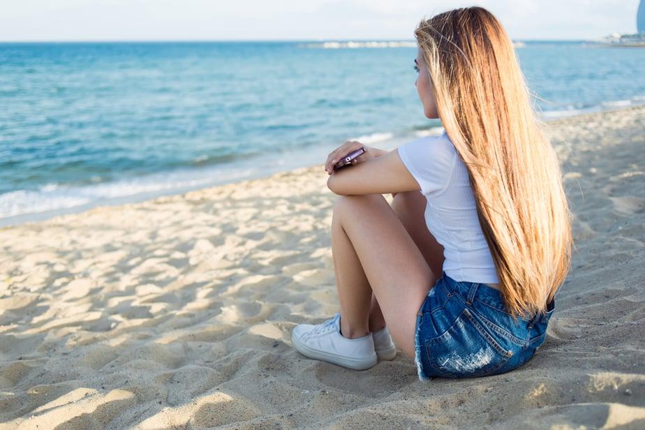 9 Duidelijke Signalen Dat Hij Je Aan Het Lijntje Houdt