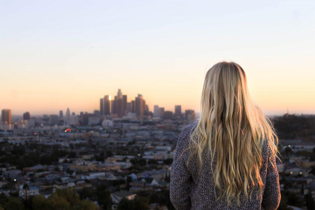6 Redenen Waarom Je Je Tot Iemand Aangetrokken Voelt Die Totaal Verkeerd Voor Je Is