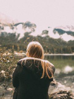 Aan Elke Sterke Vrouw Die Door Een Achtbaan Van Emoties Gaat - Het Is Oké Om Niet Oké Te Zijn