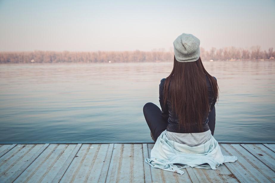 Een Vrouw Zal Je Eerst Emotioneel Verlaten Voordat Ze Zegt Dat Ze Er Klaar Mee Is
